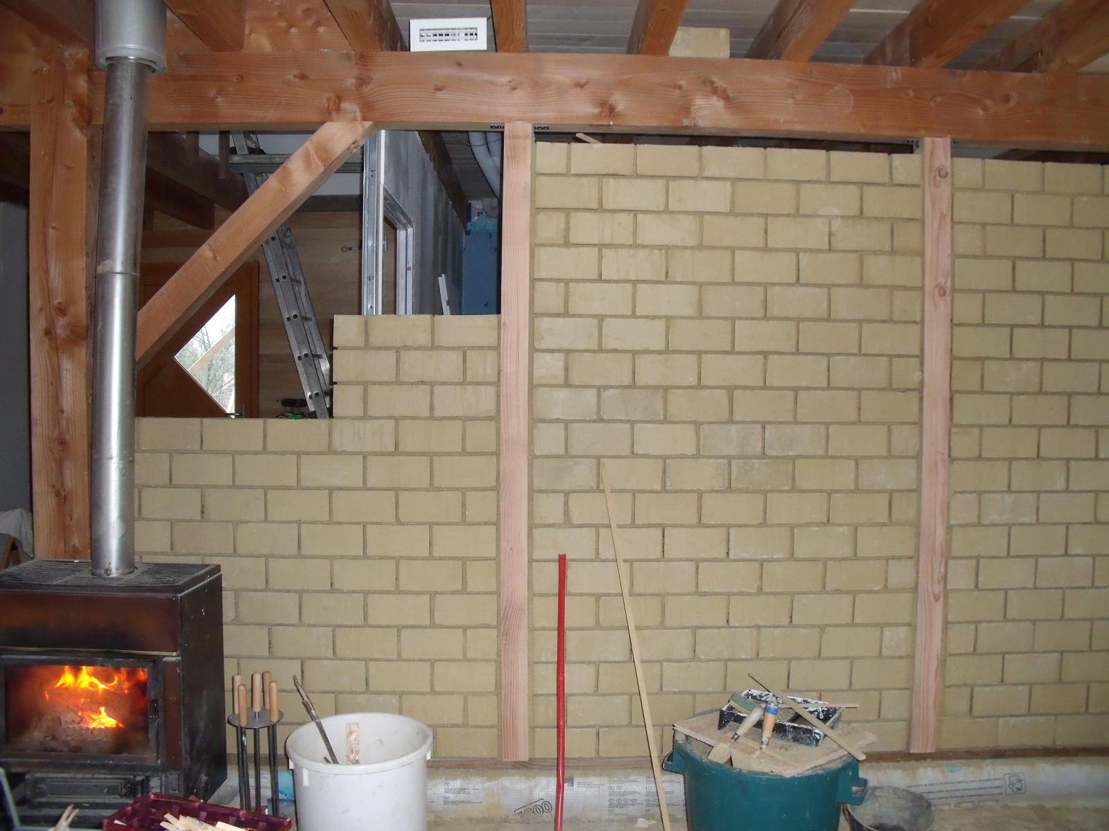 Construire un mur en terre crue