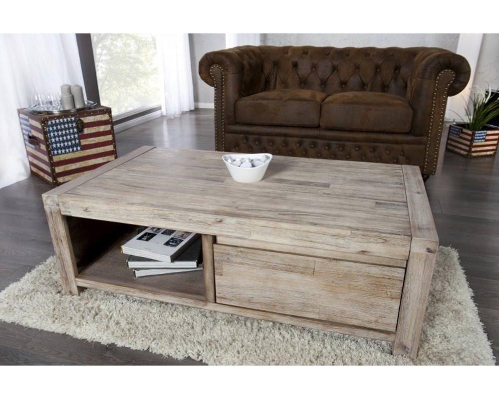 Table basse en bois clair