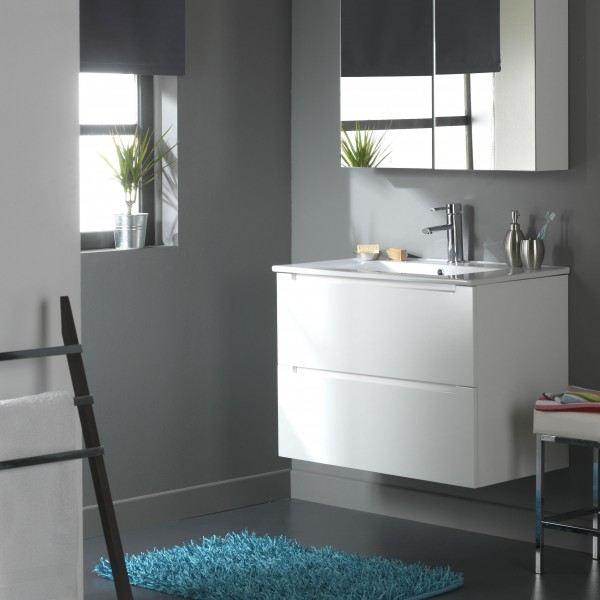 Salle de bain avec meuble blanc