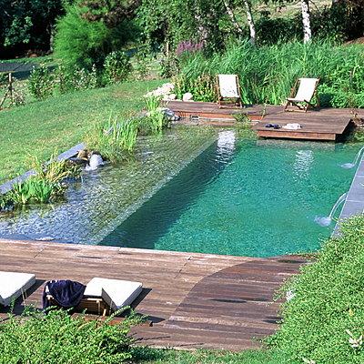 Bassin naturel de baignade maison parallele - Combien coute une piscine naturelle ...