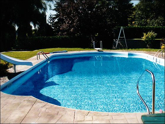 Piscine creus e maison parallele for Constructeur piscine tarif