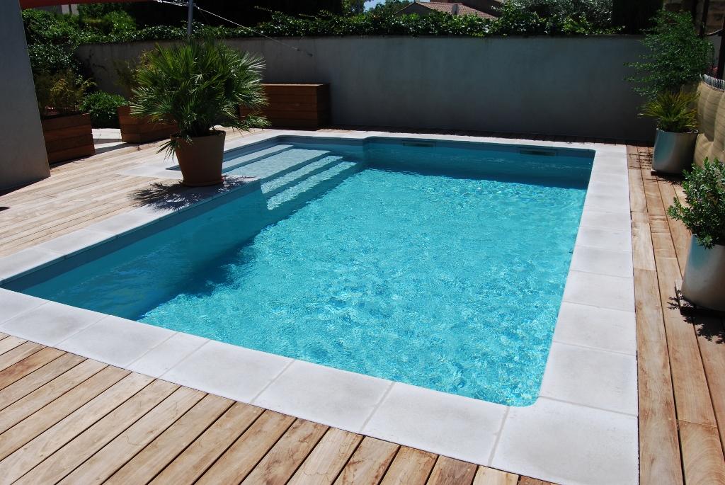 Piscine coque pas cher maison parallele - Comment faire une piscine pas cher ...