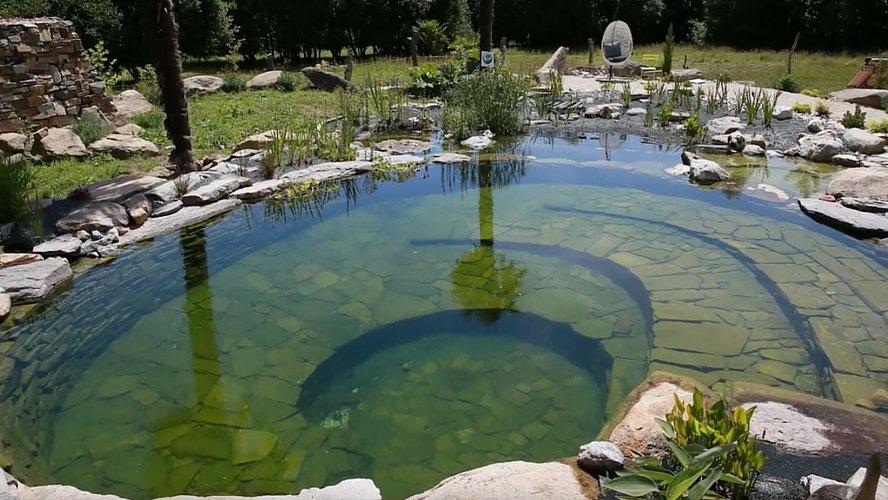 Bassin de baignade naturel maison parallele - Piscine naturelle en kit ...