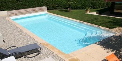 Prix piscine coque maison parallele for Prix piscine polyester