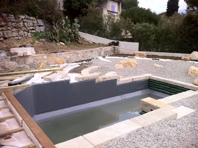 Piscine naturelle construction maison parallele for Constructeur piscine tarif