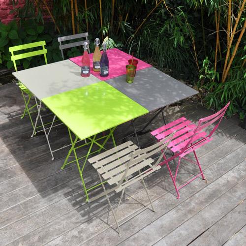 Table de jardin de couleur