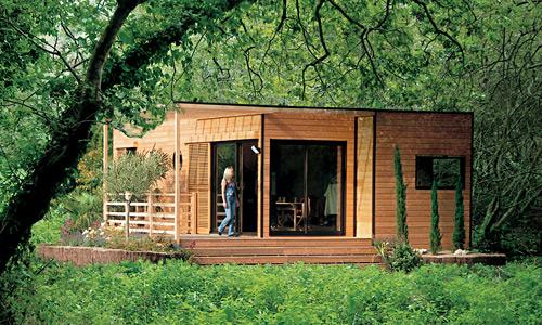 Maison pr fabriqu e en bois pas cher maison parallele for Maison prefabriquee bois