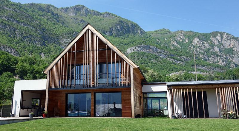 Maison a construire en bois maison parallele for Constructeur chalet prix