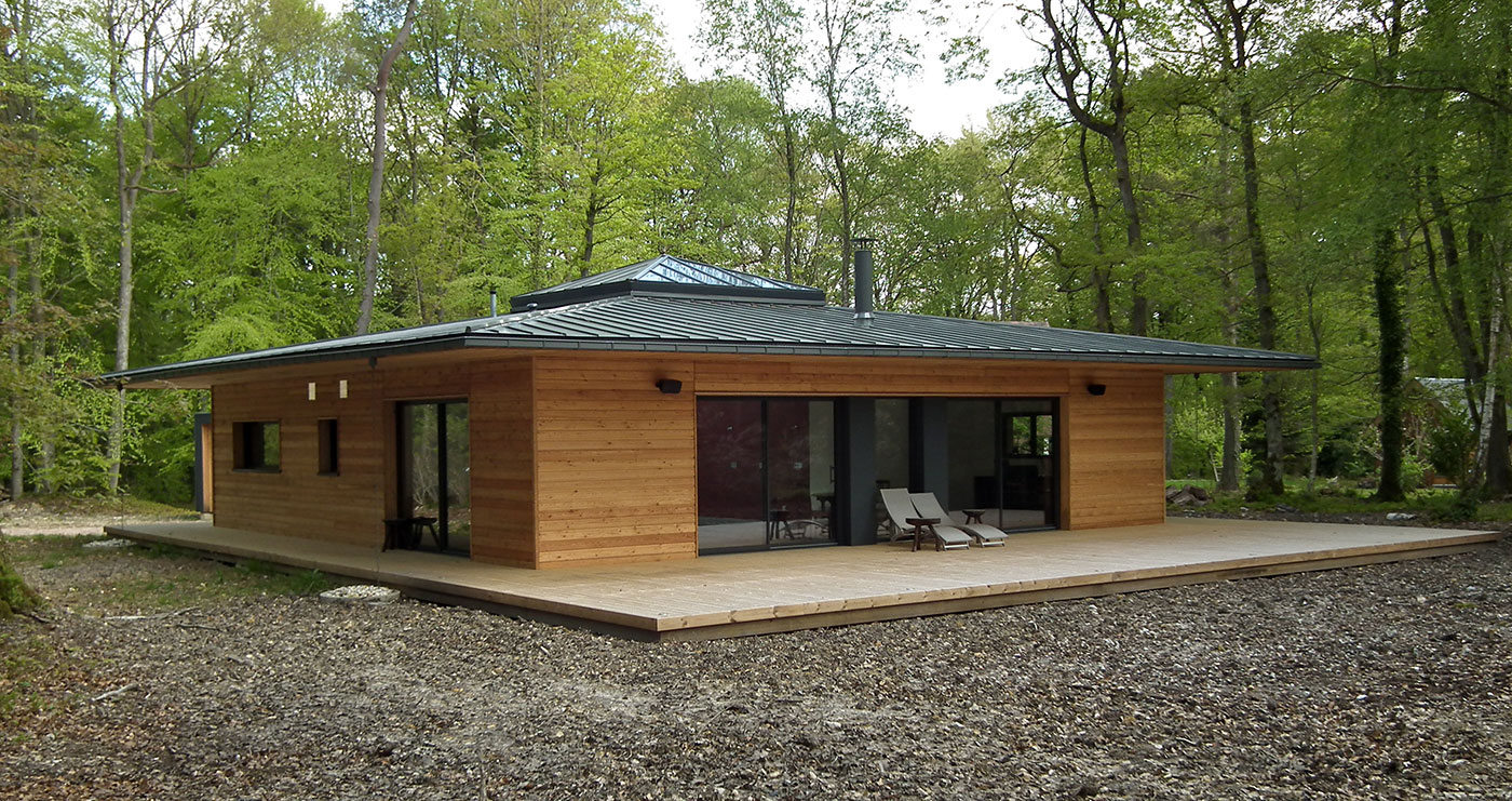 maison cube en bois en kit maison parallele. Black Bedroom Furniture Sets. Home Design Ideas