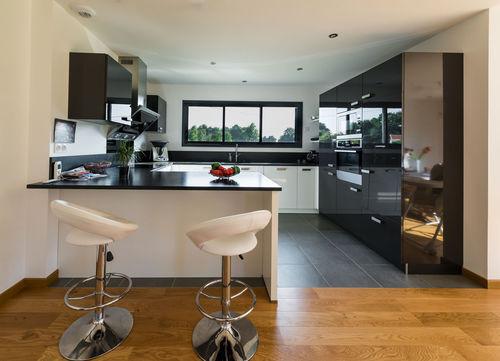 sol cuisine ouverte sur salon maison parallele. Black Bedroom Furniture Sets. Home Design Ideas