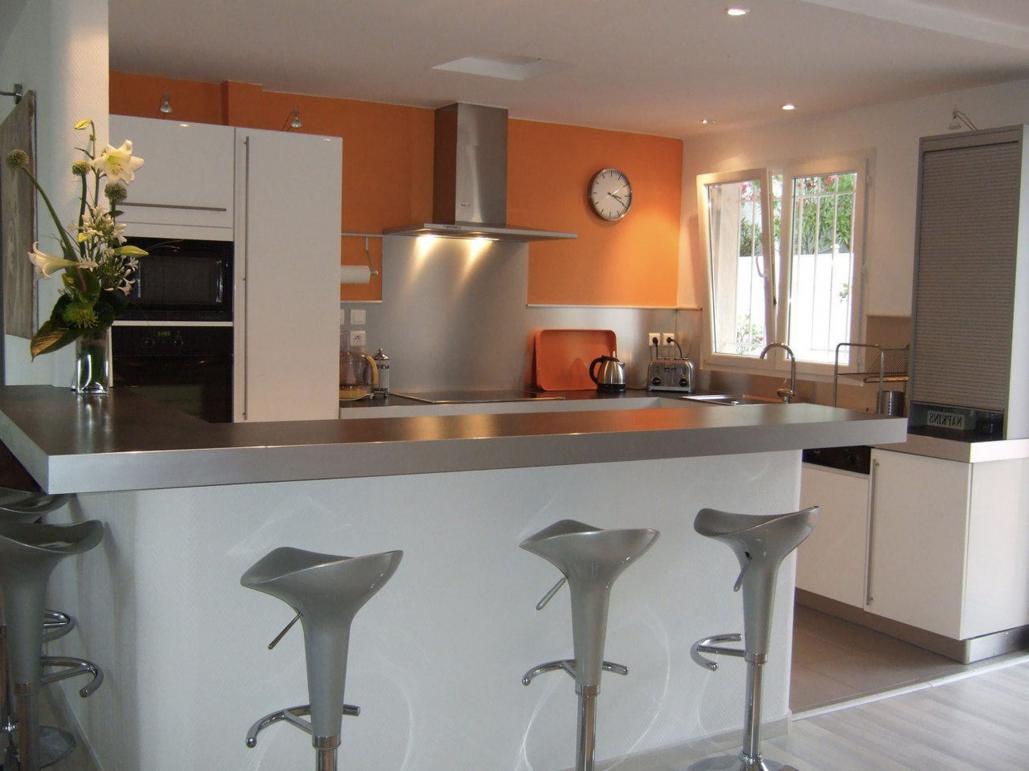 Modele de cuisine amenagee moderne maison parallele - Plan de maison avec cuisine ouverte ...