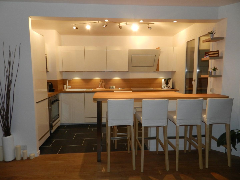 Cuisine ouverte bois maison parallele - Plan de maison avec cuisine ouverte ...