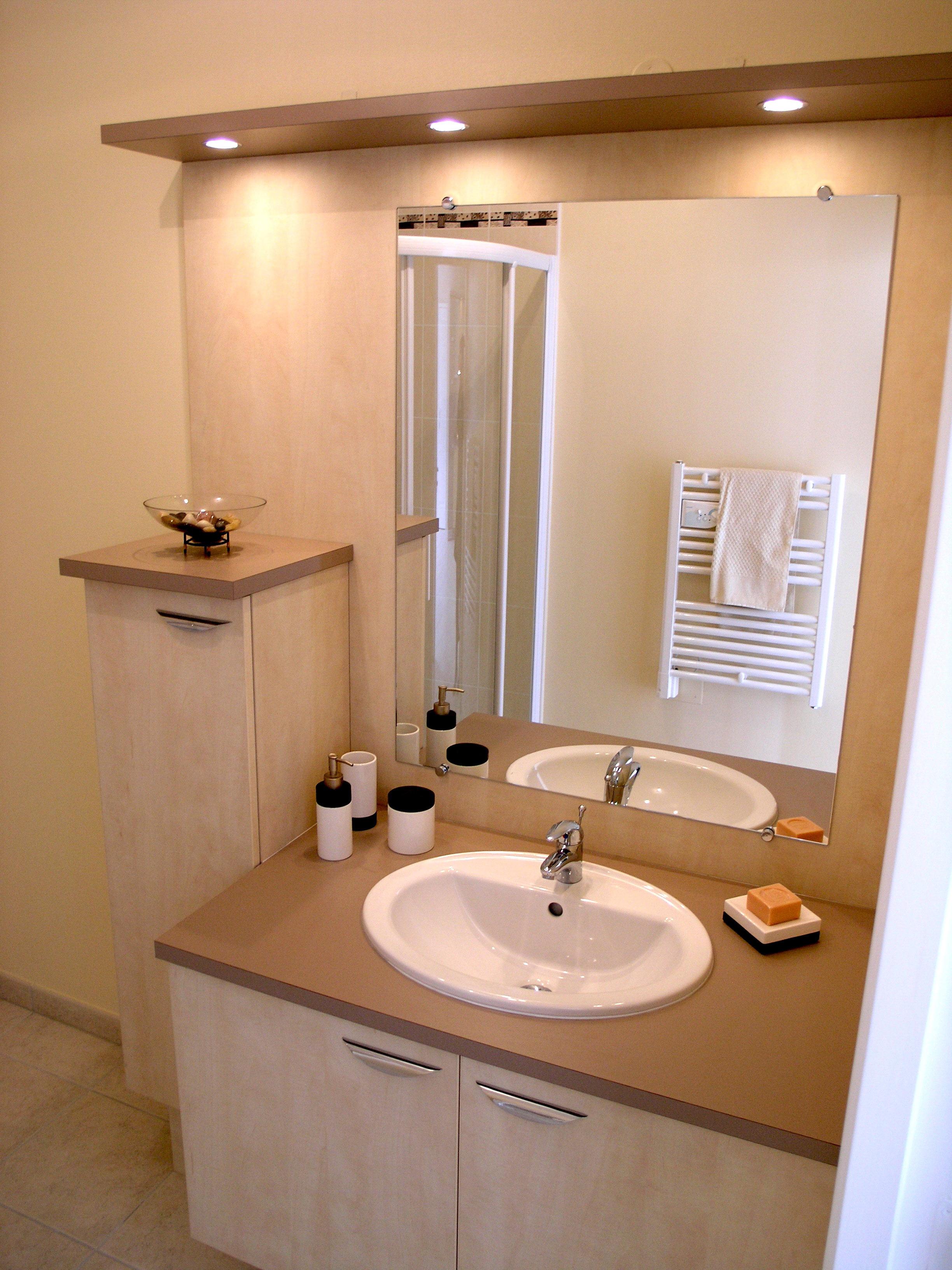 commode de salle de bain pas cher maison parallele. Black Bedroom Furniture Sets. Home Design Ideas
