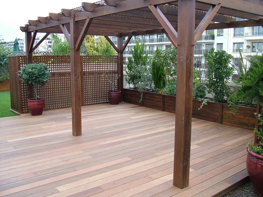 pergola en bois pour terrasse de jardin maison parallele. Black Bedroom Furniture Sets. Home Design Ideas
